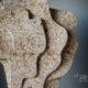Ausschnitt Grabmal Lebensbaum aus dem Material Estavayer