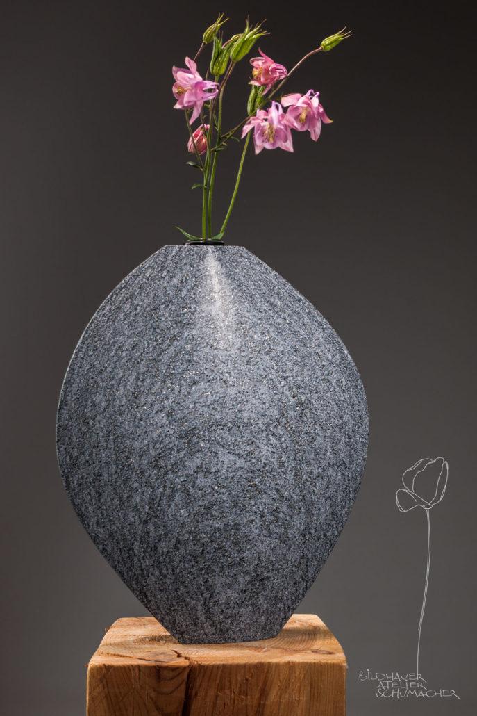 Blumenvase Maggia Gneis Tessin Schweiz