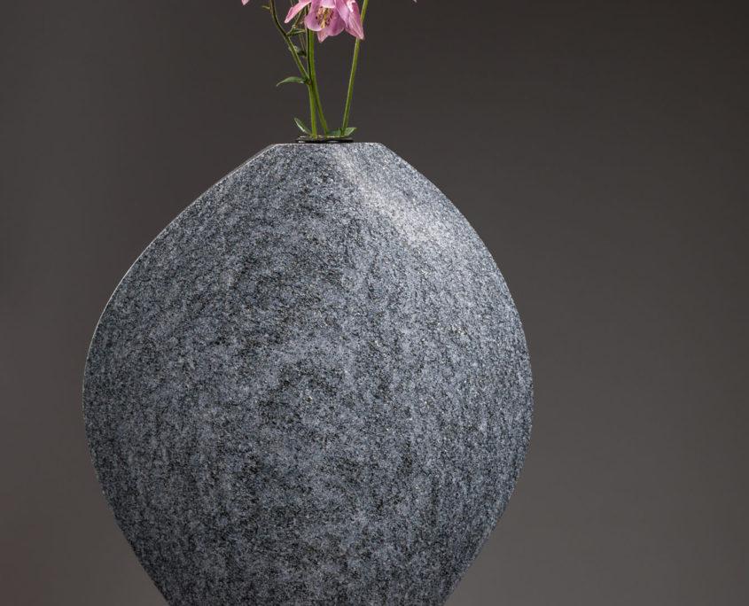Blumenvase Maggia Gneis aus dem Tessin
