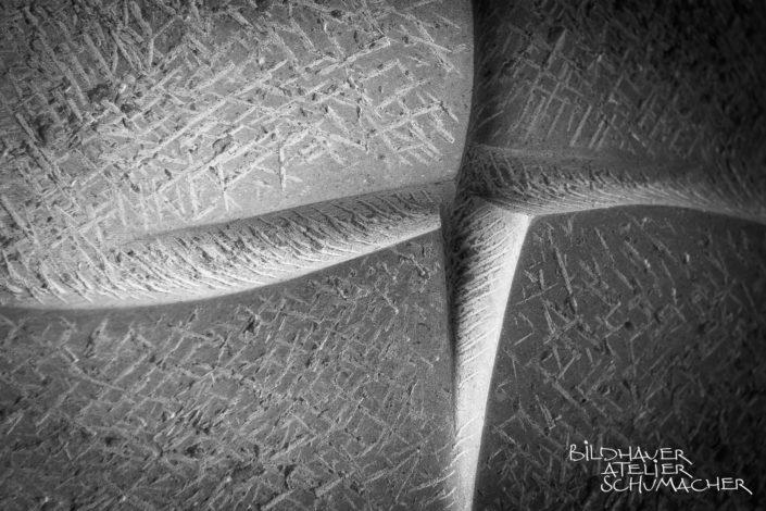 Kreuz Relief Kalkstein