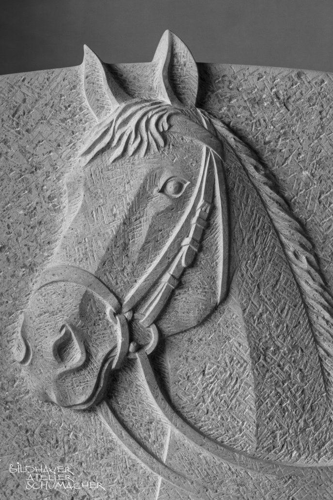 Pferdekopf relief, Comblanchien Kalkstein