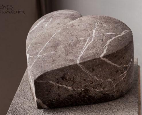Stein Herz aus einem Bachfindling