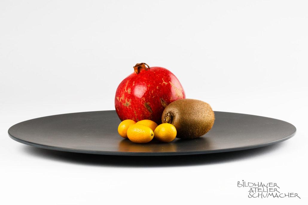 Früchteschale aus schwarzem Schiefer