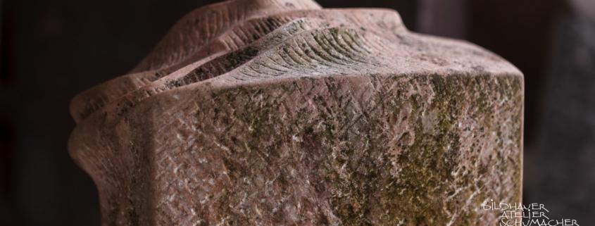 Fachgerechte Reinigung des Grabsteins