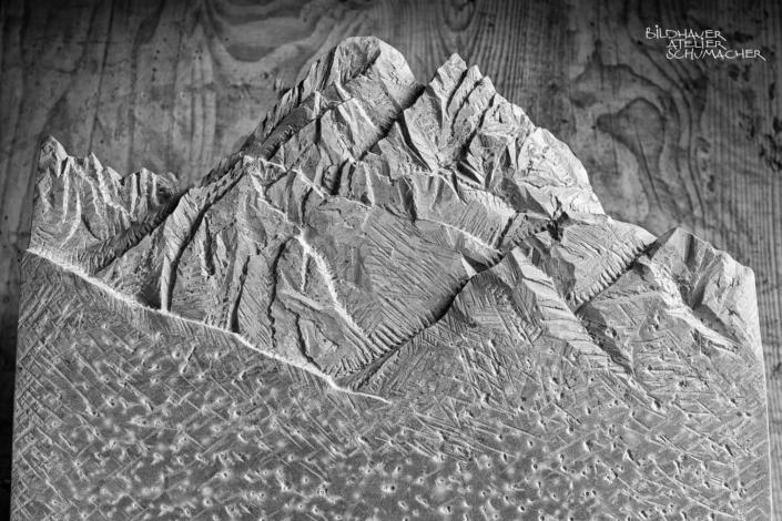 Grabmal Spitzkofel Berg relief - Bardiglio Marmor