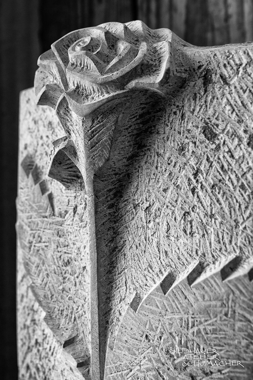 Grabmal Rosenkopf relief - Amber Rose Kalkstein