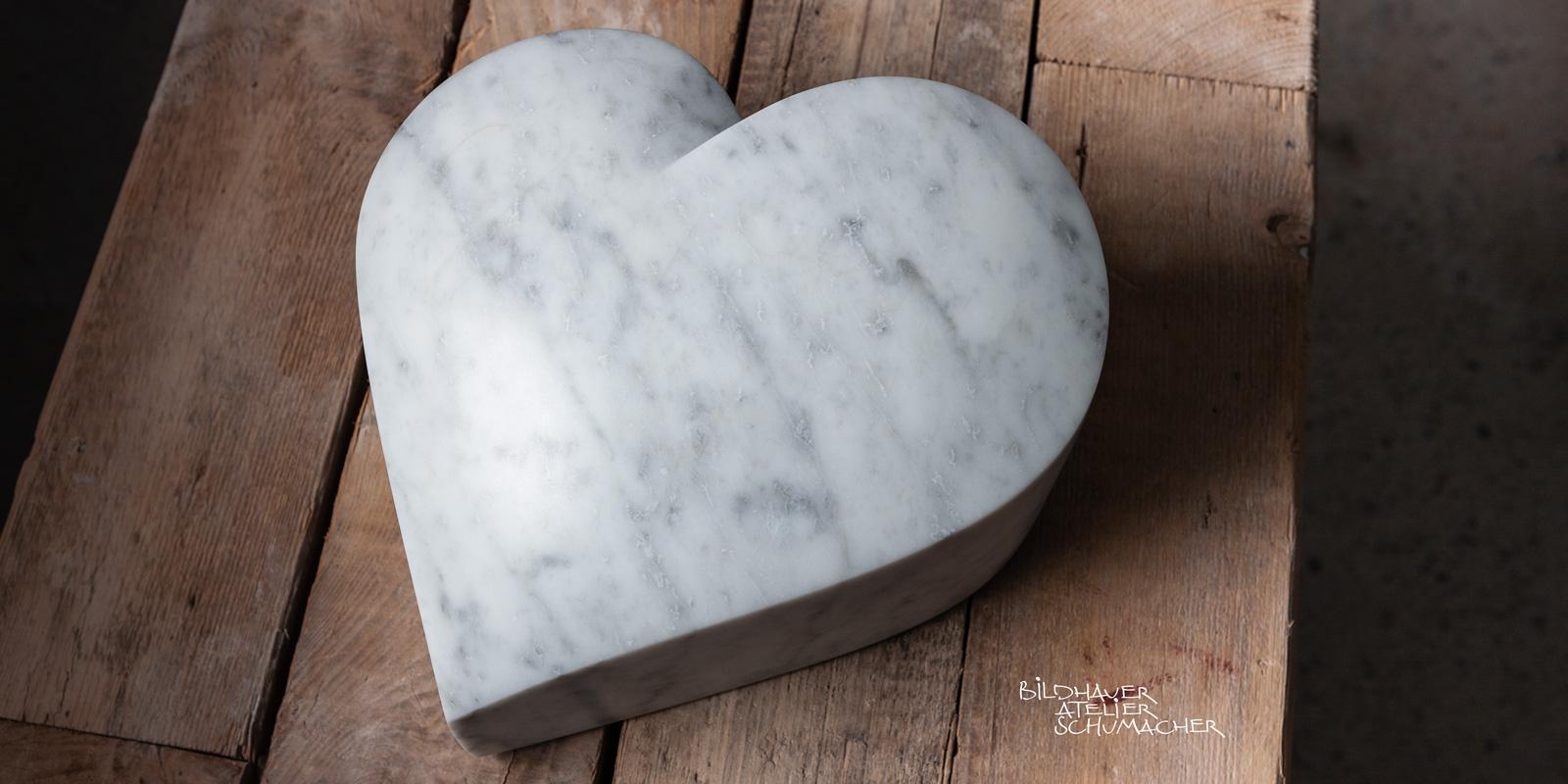 Herz aus Carrara Marmor - Italien